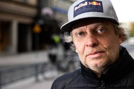 Opiskeluaikoina Jorma Soininen haaveili kokin urasta, mutta nykyään hän ei vaihtaisi salityötä mihinkään. Hän vertaa baarissa työskentelyä teatteriesitykseen, joka saa adrenaliinin virtaamaan, ja jossa on tietyt roolit ja draaman kaari.
