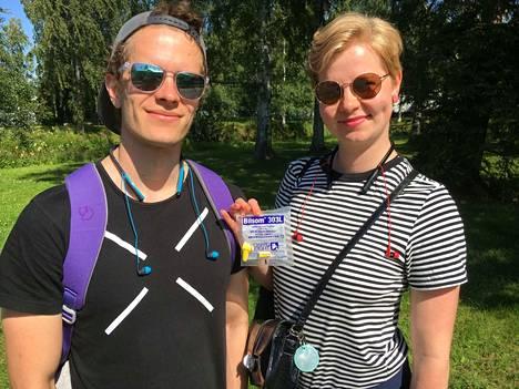 Moni korvansa suojaavista on muusikko tai musiikin harrastaja. Antti Pitkänen on kitaristi-laulaja, ja Annina Kipponen soitti pitkään viulua. He suojaavat korvansa Bluetooth-kuulokkeilla ja Kipponen tarvittaessa myös toisenlaisilla korvatulpilla.