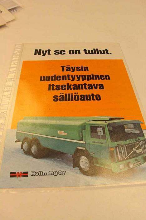 Kankaanpäässä valmistetun Hollming-merkkisen säiliöauton esite on hyvin harvinainen, koska kuvan hyttimallia on valmistettu vain tämä yksi kappale. Tästä esitteestä Timo Nieminen ei luopuisi mistään hinnasta