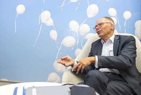 Juha Tuomisen mielestä koronatuet olisi pitänyt jakaa sairaanhoitopiireille selkeämmin toteutuneiden kulujen perusteella. Nyt alueen asukasmäärällä oli suuri merkitys.