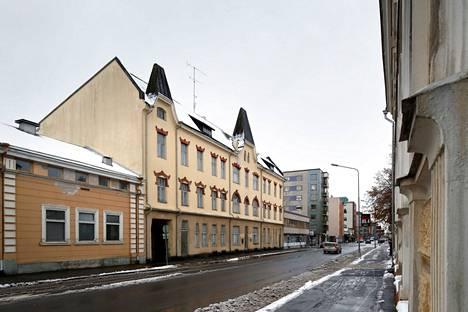 """Lipsasen kiinteistön Antinkadun varrella oleva jugend-osa valmistui vuonna 1908. Musiikkineuvos Ilkka """"Danny"""" Lipsanen asui talossa vuodet 1942–52."""