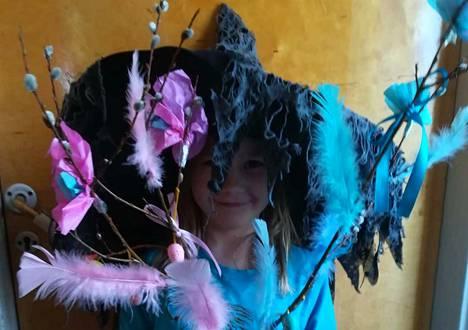 """Hattisen perheen nuorimmainen, 7-vuotias Olivia, toimi pääsiäistempauksen """"päähäärääjänä""""."""