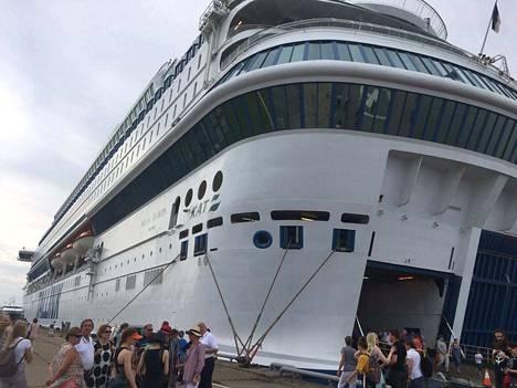 Tallinkin Silja Europalta löytyi yöllä kaksi kuollutta suomalaista nuorta. Laiva oli silloin Tallinnan satamassa.