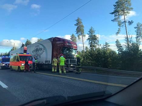 Onnettomuuden raivaustyöt kestivät reilun tunnin.