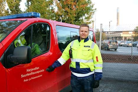 –Tunnistimme tarpeen nykyisen hälytysjärjestelmän tehostamiseen Suurteollisuuspuiston toimintojen ja rakennuskannan lisääntyessä, kertoo suojelupäällikkö Jani Paulamäki.