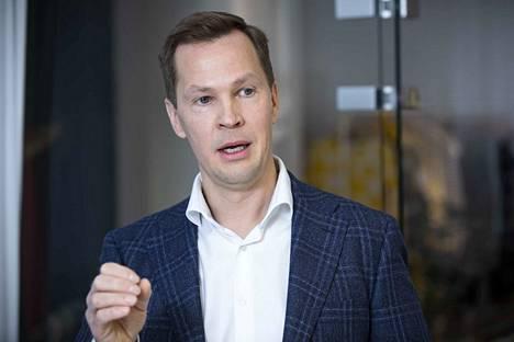 Toimitusjohtaja Antti Rönkkö Nanso Group oy:stä sanoo, että meidän pitäisi hyväksyä kotimaisten vaatteiden ulkomaille siirtynyt tuotanto ja tehdä nyt isoa muoti- ja vaatebisnestä.