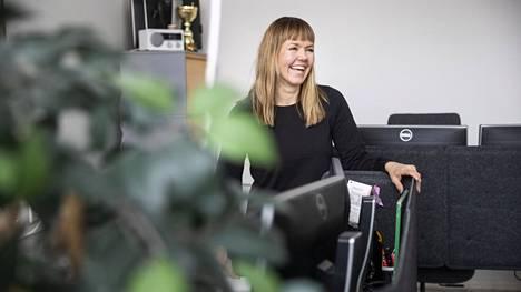 Terhi Karasjärvi haluaa, että työpaikka on kodin jatke. Siellä saa olla hauskaa, rentoutua ja puhua vaikeista asioista. –Vaikka työyhteisössä olisi vain kaksi ihmistä, korostan aina yhteistä tekemistä ja kommunikaatiota.
