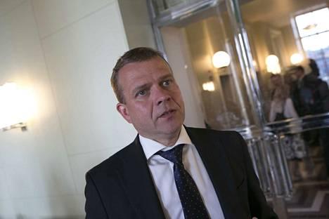Kokoomuksen Petteri Orpo johtaa toiseksi suurinta, 38 kansanedustajan oppositiopuoluetta.