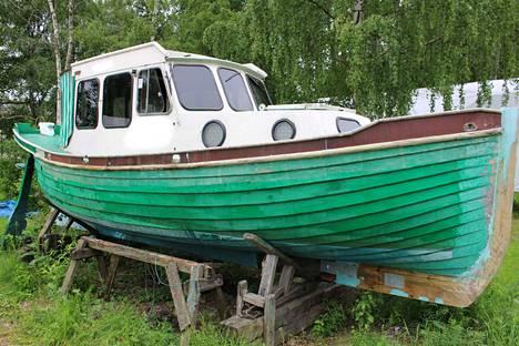 Talvisäilytyspaikoille jää välillä suuriakin veneitä.