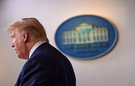 Yhdysvaltain ylimmän infektiotautiviranomaisen mukaan koronakuolemien määrää maassa olisi voitu vähentää, jos viruksen vastaiset toimet olisi aloitettu aiemmin. Presidentti Donald Trumpille suositeltiin eriämistoimenpiteitä jo helmikuussa.