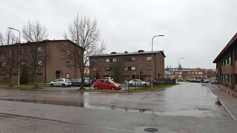 Asunto Oy Raision Tuulensuun rakennukset Martinkatu 11:ssä seisovat vakaasti. Ne on rakennettu 1980-luvulla.