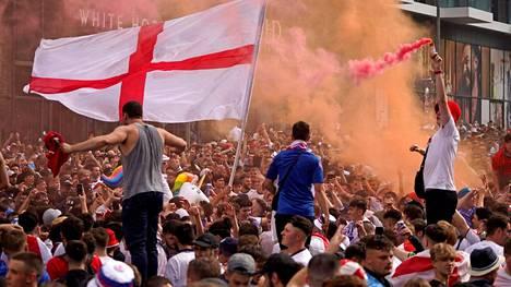 Englannin fanien käytös lähti käsistä ennen viime kesän EM-finaalia.