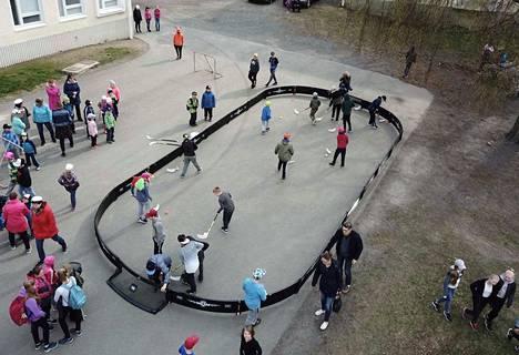Pomarkun Kirkonkylän koululla liikuntamahdollisuudet paranevat ulkopuolisten lahjoitusten avulla.