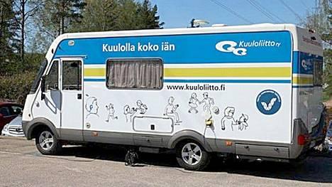 Kuuloliiton kuuloauto saapuu Mänttä-Vilppulaan torstaina. Autossa voi testauttaa kuulonsa.
