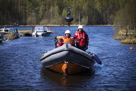 Myös Pomarkun Ranta-Kiilholmassa tukikohtaansa pitävä Isojärven järvipelastusyhdistys oli mukana etsimässä tyhjänä löytyneen veneen kuljettajaa. Arkistokuva.