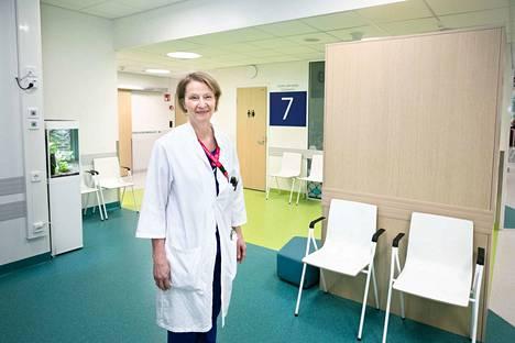 Lasten ja nuorten sairaalan apulaisylilääkäri Merja Helminen sanoo, että työntekijöitä hiljaiselo ei ole alkanut ahdistaa millään tavalla. – Meillä on kauhean hyvä porukka ja hyvä yhteishenki. Olemme tehneet hommia, jotka ovat jääneet aiemmin rästiin ja päivittäneet vanhoja ohjeita.