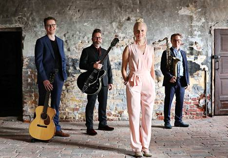 Aili Ikonen ja Jukka Perko Avara esiintyvät lauantaina 4.5. Tampere-talon Pienessä salissa kello 19.30.