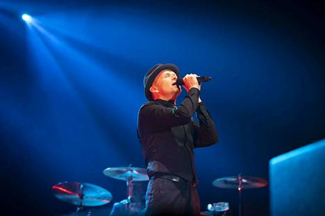 Antti Kleemola tunnelmoi konsertissa.
