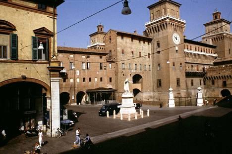 Esten suvun 1300-luvulla rakennuttama palatsi Italian Ferrarassa. Ferraralaisia opiskelijoita on tulossa Poriin lokakuussa.
