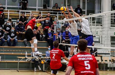 VaLePa pehmitti lauantai-illan päätteeksi turnausisäntä Akaa-Volleyn 2–1.