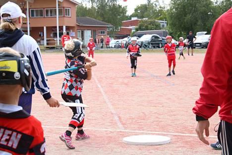 Kankaanpäässä ja Pomarkussa järjestettiin viime kesänä valtakunnallinen pesäpallon Naperoleiri.