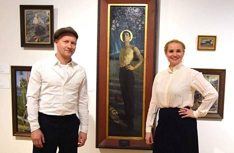 Näyttelijät Karoliina Blackburn ja Tuukka Huttunen järjestävät Teokset puhuvat -taidekierroksia Taidetestaajille Serlachius-museoissa.