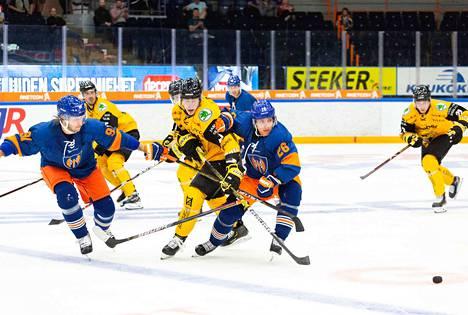 Alexander Ytterell ja Jere Karjalainen pitivät vastustajat pihdeissään. Ottelua oli seuraamassa 1351 katsojaa.