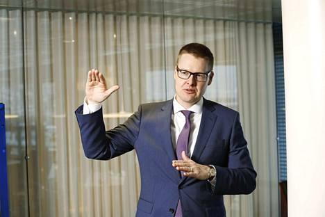 EK:n pääekonomisti Sami Pakarinen muistuttaa eri toimialojen kärsivän koronaviruksen seurauksista eri tahtiin.