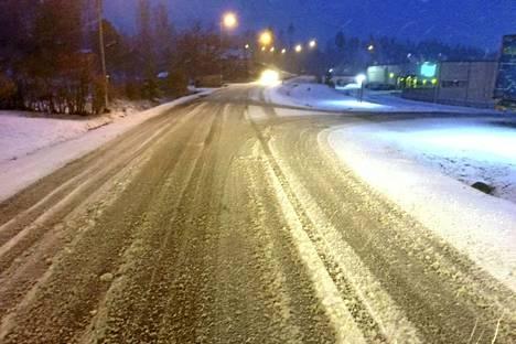 Maahan satoi tiistain vastaisena yönä lunta ympäri Pirkanmaata.