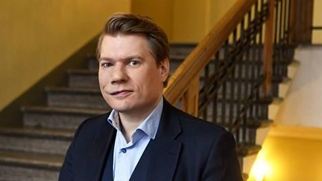 Saksan EU-politiikka voi jatkua aika lailla nykyisen kaltaisena hallituksen ja liittokanslerin vaihtumisen jälkeenkin, arvioi akatemiatutkija Timo Miettinen ennen sunnuntain vaalipäivää. Miettinen kuvattiin Helsingissä toukokuussa 2020.