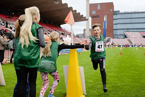 Vehmaisten koulun Jason Hietanen tykkää kilpailla joukkueena.