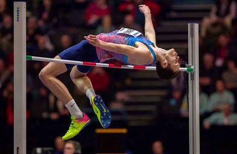 Korkeushyppääjä Danil Lisenko joutui väliaikaiseen kilpailukieltoon elokuussa 2018, kun häntä ei tavoitettu testeihin. Sen jälkeen alkoi yleisurheilutoimitsijoiden selittelyoperaatio.