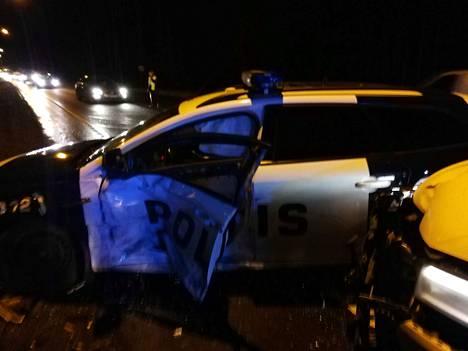 Poliisiauto oli mukana onnettomuudessa valtatie 2:lla Ulvilassa.