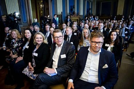Hallitusneuvottelujen toinen päivä Säätytalossa. Oikealta Antti Lindström, Matti Vanhanen, Suna Kymäläinen, Johanna Ojala-Niemelä, Krista Kiuru