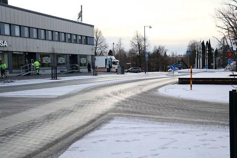 Kuvassa olevaa aluetta kutsutaan nimellä shared space. Alueella jalankulkijat, pyöräilijät ja autoilijat ovat kaikki samanarvoisia.