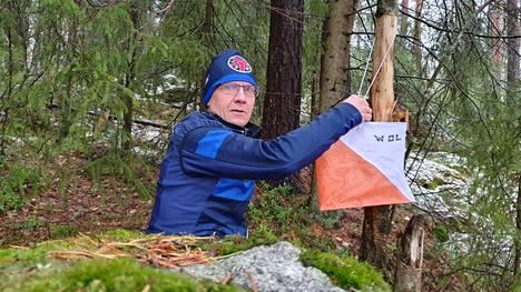 Juha Koskinen jatkaa suunnistusharjoitusten pitoa loppusyksystäkin Keuruun Kisailijoiden nuorille suunnistajille, vaikka lumi saapui keskiviikkona 20.10. Keuruun korkeudelle.