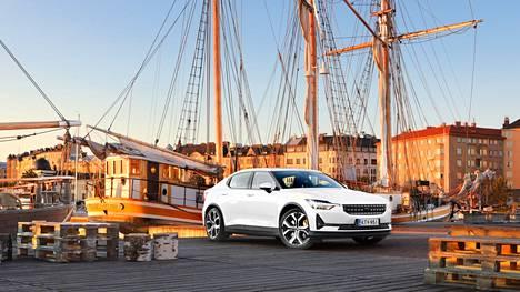 Neliveto ja 408 hevosvoimaa: ulkoisesti hieman Volvon S60-mallia muistuttava Polestar 2 on vauhdikas laite.