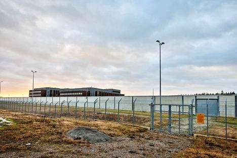 Turun Saramäen vankila (kuvassa) ja Riihimäen vankila ovat korkeimman turvaluokituksen vankilat Suomessa, ja siksi niihin on sijoitettu maan vaarallisimmat vangit, kuten UB:n jäseniä.