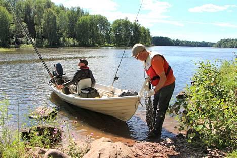 Voimalaitoksen edusta Kokemäenjoessa on Tapio Mäkelän ja Marko Särkisen mukaan hyvä kalapaikka, mutta ei saalisvarma.