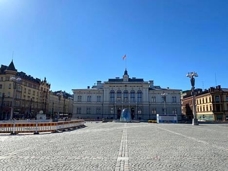Tampereen keskustori on rauhallinen huhtikuussa. Kesällä meno on aivan toista, kun alueelle suunniteltu kesäkeidas on valmis.