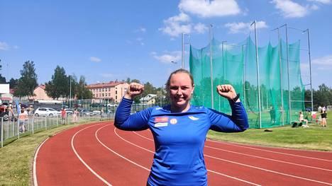 Loppukilpailussa Sanni Kuparisen pisimmäksi heitoksi mitattiin 48,06.