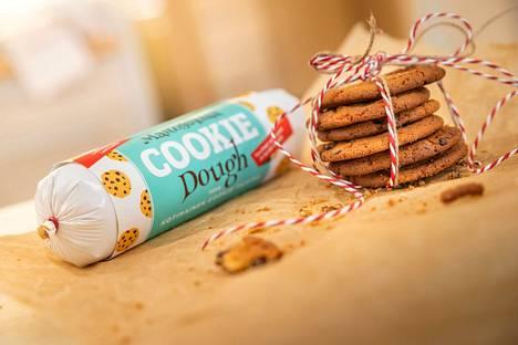 Mäkilän Leipomon keksitaikinan retrokääre henkii nostalgiaa, amerikkalaisten jäätelöbaarien väri- ja muotokieltä. Sopii viemisiksi taikinana tai valmiina kekseinä.