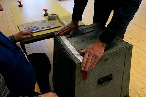 Kuntavaalien varsinainen äänestyspäivä on tänä keväänä sunnuntaina 18. huhtikuuta. Ennakkoäänestyksen ajankohta on 7.-13.4.