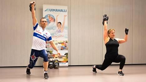 Heli Saleniuksen ohjauksessa tiistai-iltana hikoili Juha Koskinen.