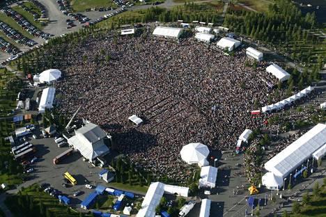 Carlos Santana konsertti Kirjurinluoro Arena Pori Jazz 2008.Perjantai-ilta ja kello 19.40. Ihan jokainen ei ehkŠ nŠhnyt hetki sitten soittamaan alkanutta Carlos Santanaa.Yleisšmeri. EnnŠtysyleisšIlmakuva
