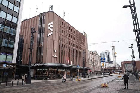 Ratikkatyömaa valmistui Tampereen Stockmannin edustalla jo viime vuoden puolella. Se helpotti tavaratalon johtajan mukaan asiakaskulkua selvästi.