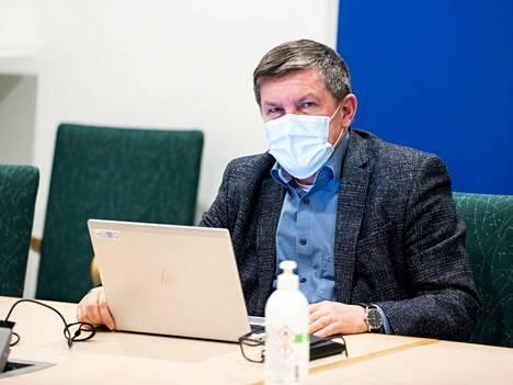 Pirkanmaan pandemiaohjausryhmän puheenjohtajana toimii johtajaylilääkäri Juhani Sand.