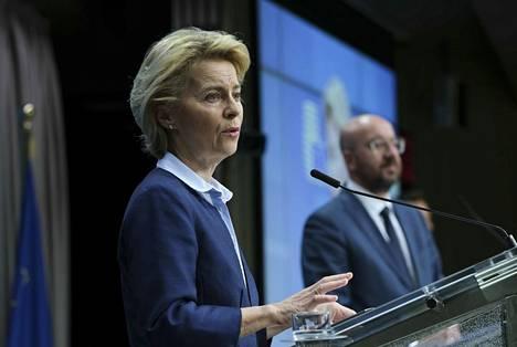 Euroopan komission puheenjohtaja Ursula von der LEyen ja EUrooppa-neuvoston puheenjohtaja Charles Michel kertoivat EU:n koronatoimista Brysselissä 23. maaliskuuta.