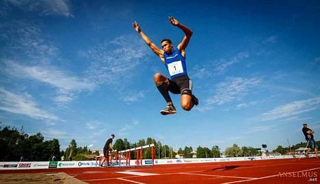 Ilkka Alingué hyppäsi hopeaa ja pronssia viikonlopun kisoissa.