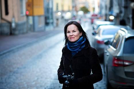 Tulenkantaja-palkinnon tämänvuotinen voittaja Marisha Rasi-Koskinen kertoo itsestään ja voittoisasta REC-romaanistaan kuvin ja tekstein.